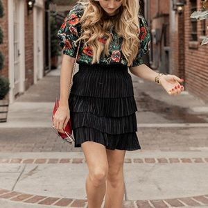 H&M black tiered pleated skirt
